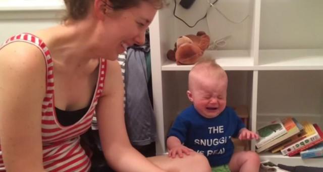 Μωρό κλαίει κάθε φορά που τελειώνει το παραμύθι του! (ΒΙΝΤΕΟ)