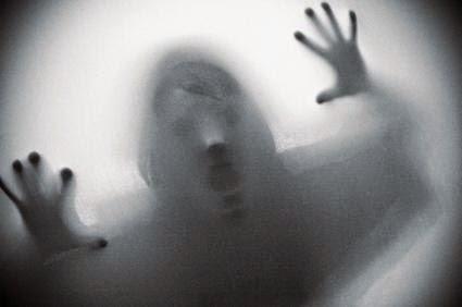 ΣΟΚΑΡΙΣΤΙΚΟ ΒΙΝΤΕΟ: Δείτε το φάντασμα νεκρού οδηγού να περνά την ώρα που μεταφέρουν το αυτοκίνητο…