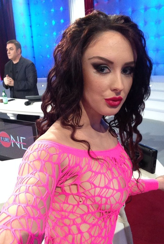 Anna-Getti-Albanian-Hot-Striper-Kanoni-2