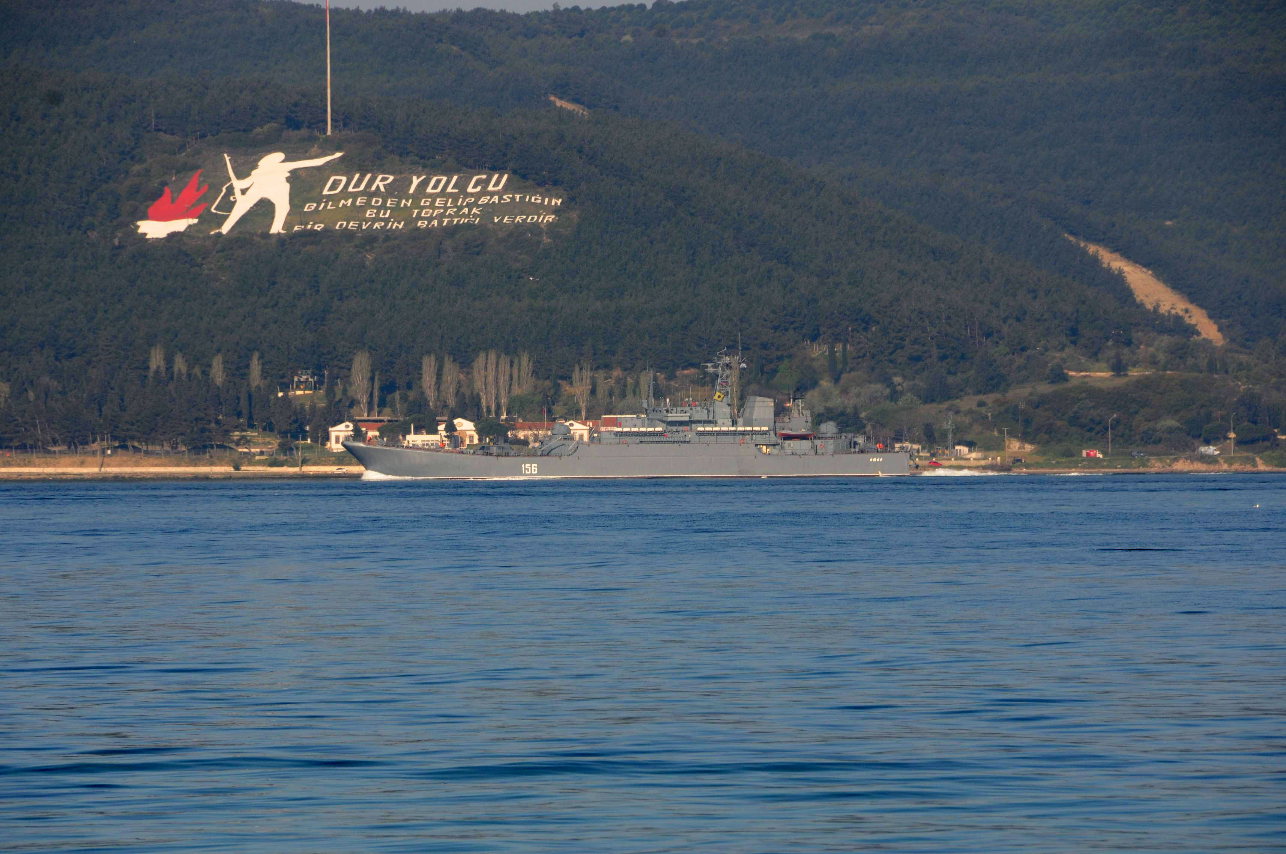 Rus savas gemileri Canakkale Bogazi'ndan gecti