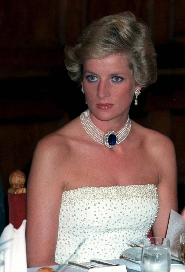 epa03372079 (FILE) A file picture dated 07 May 1990 shows Britain's Princess Diana during in a gala dinner at the Parliament building in Budapest, Hungary. The 15th anniversary of Princess Diana's death will be marked on 31 August 2012.  EPA/LAJOS SOOS HUNGARY OUT