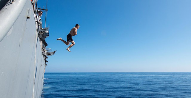jump_sea-640x330