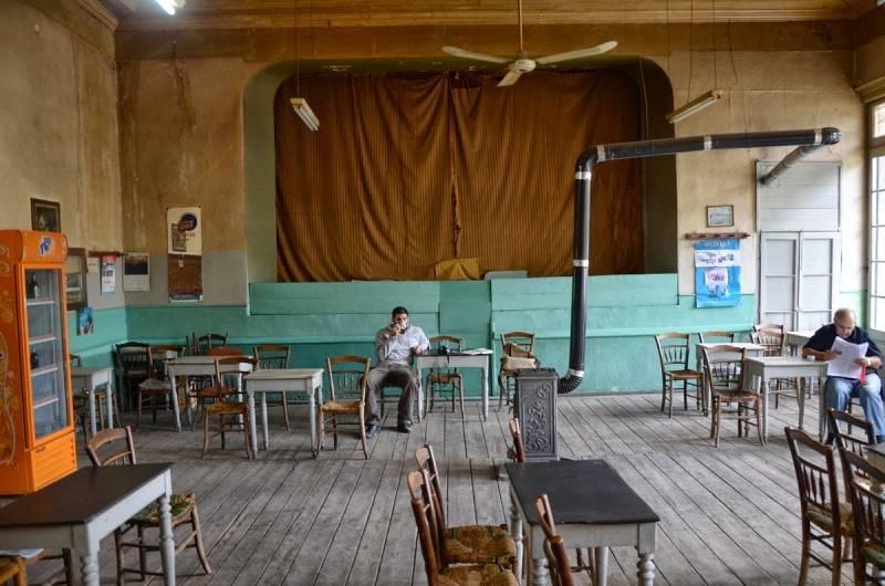 kafeneio-panellinion-stin-amfissa-1