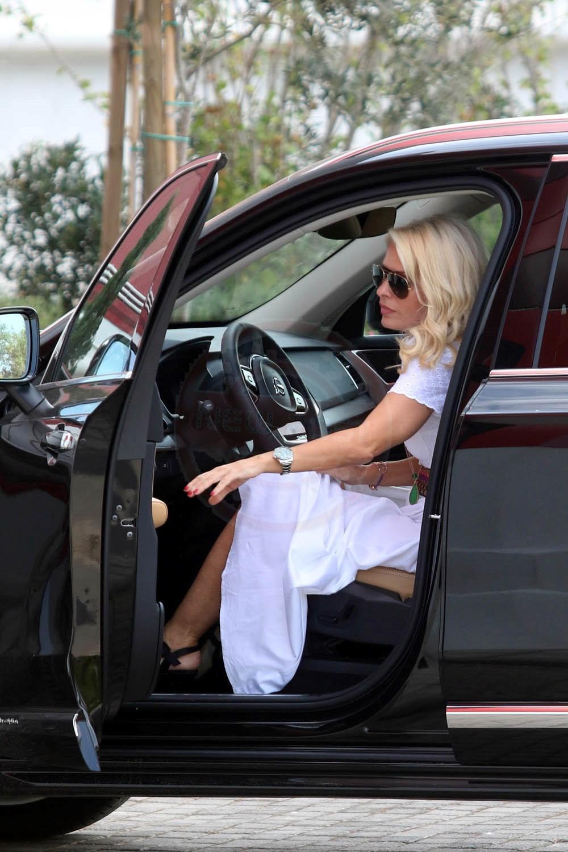 ec23a6494e1 Δείτε με τι αυτοκίνητο κυκλοφορεί η Ελένη Μενεγάκη και ποιος το ...