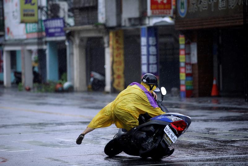 A motorcyclist falls along a road as Typhoon Megi hits Hualien, eastern Taiwan, September 27, 2016. REUTERS/Tyrone Siu