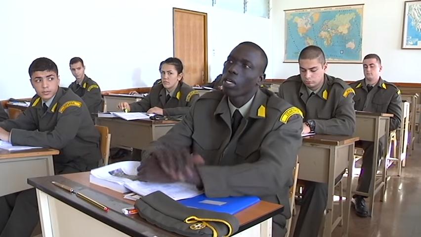 Αποτέλεσμα εικόνας για μαυροι στις Στρατιωτικές Σχολές
