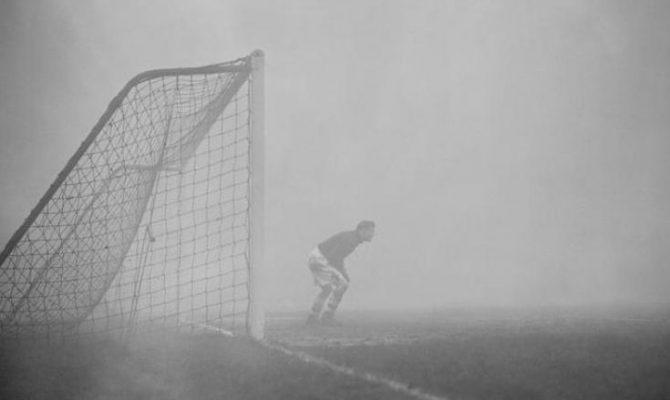 ΕΚΠΛΗΚΤΙΚΟ: Ο τερματοφύλακας που περίμενε 15 λεπτά μια φάση αλλά το ματς είχε διακοπεί!