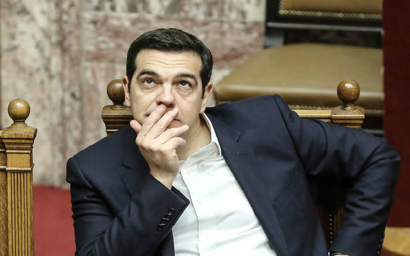 o-tsipras-emine-monos-sti-vouli-na-kitai-to-tavani-to-sfirokopima-tou-kiriakou