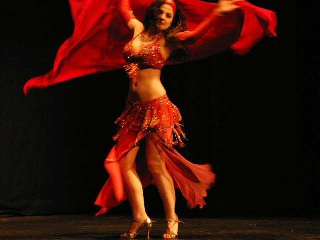 Τρικαλα: Σε σχολικη γιορτη χορεψαν χορευτριες οριενταλ