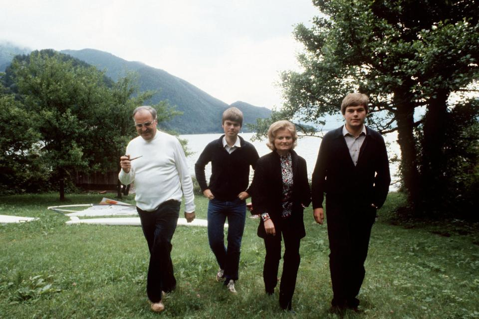 Helmut-Kohl-mit-Familie-am-Wolfgangsee
