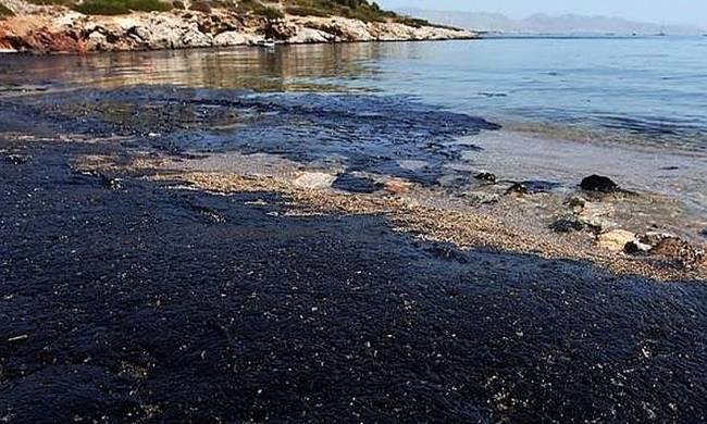 Αποτέλεσμα εικόνας για ρύπανση σαρωνικου από το μαζουτ