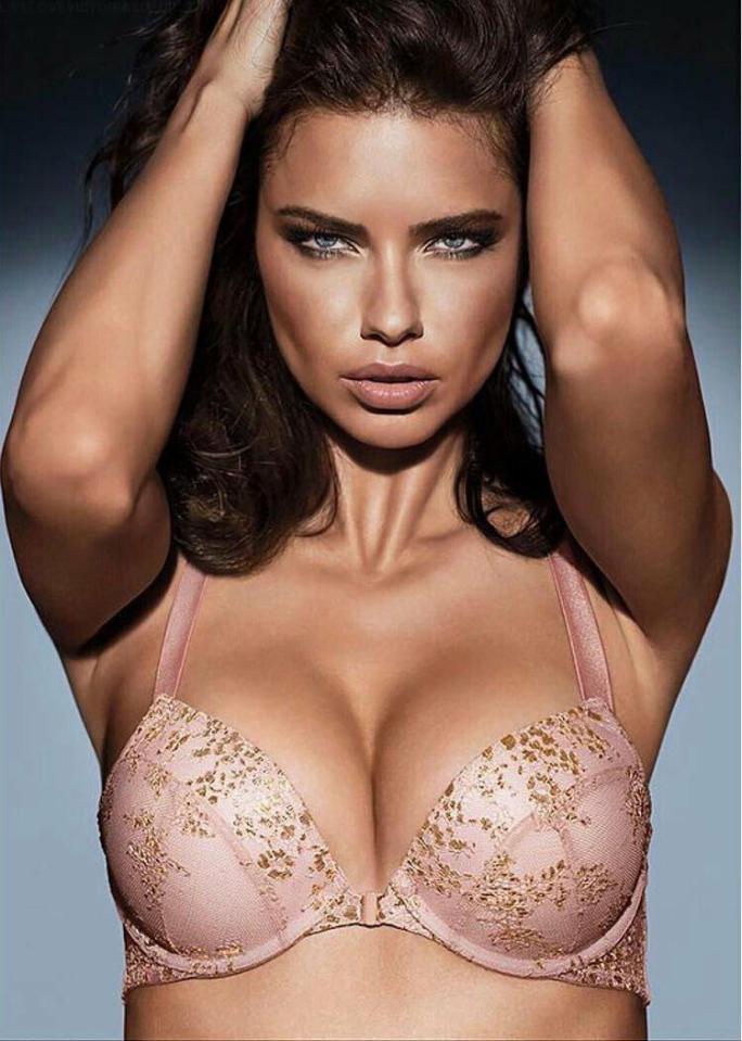 d4e5232eda0 ΜΑΣ ΕΚΑΨΕ! Η Adriana Lima φωτογραφίζεται με τα πιο… sexy εσώρουχα ...