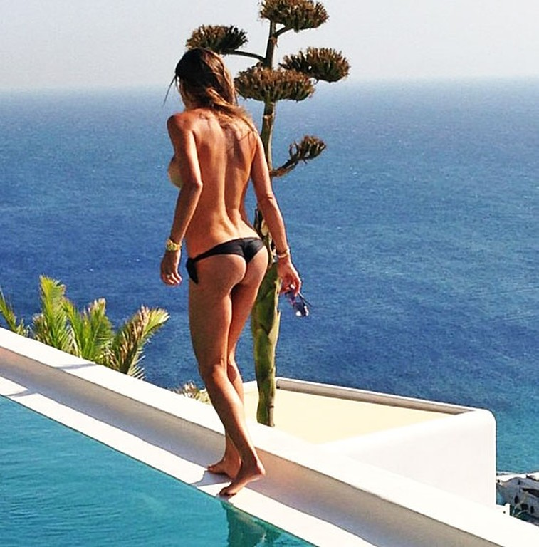 claudia-galanti-topless-2013-mykonos-agosto-instagram-1