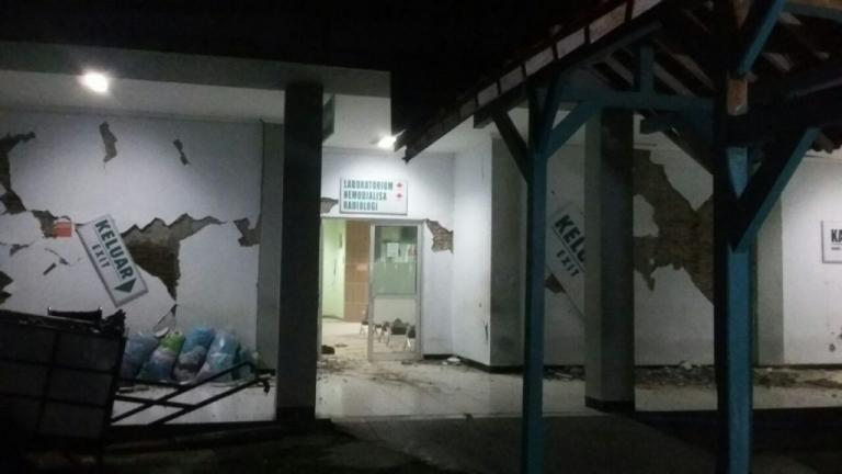 TΡΟΜΟΣ στην Ινδονησία! Σεισμός 6,5 Ρίχτερ ταρακούνησε την χώρα – Νεκροί και τραυματίες – Προειδοποίηση για ΤΣΟΥΝΑΜΙ!