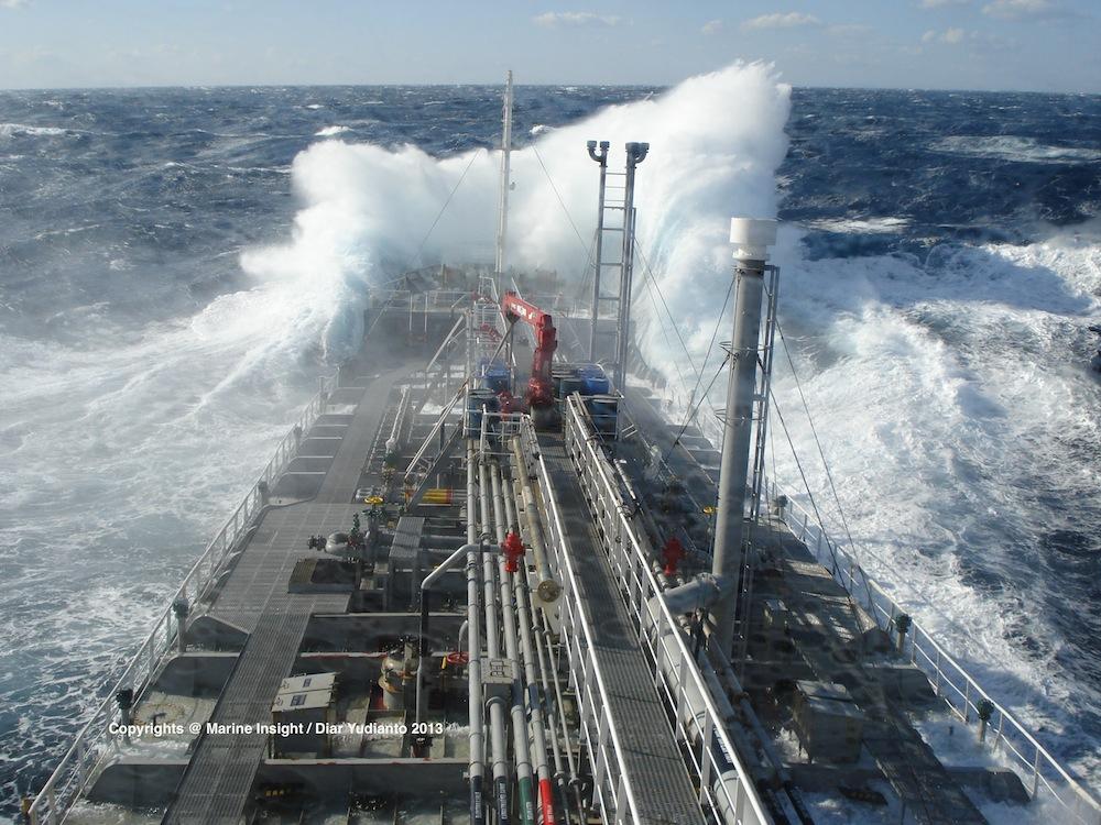 taiwan-strait-tanker