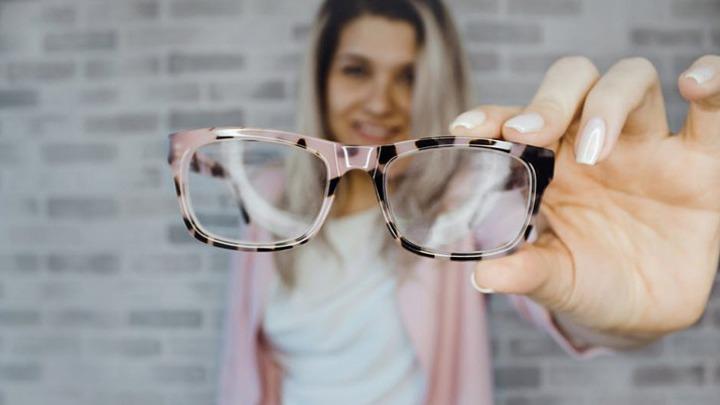 Τα ηλεκτρονικά γυαλιά για άτομα με χαμηλή όραση ήρθαν και στην Ελλάδα