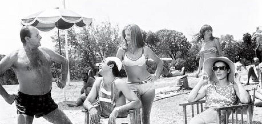Εκεί όπου ο Κωνσταντάρας «φλέρταρε τις μικρούλες»… Πώς είναι σήμερα οι λαμπερές καμπάνες που γύριζε τις ταινίες του ο ηθοποιός; (ΒΙΝΤΕΟ)