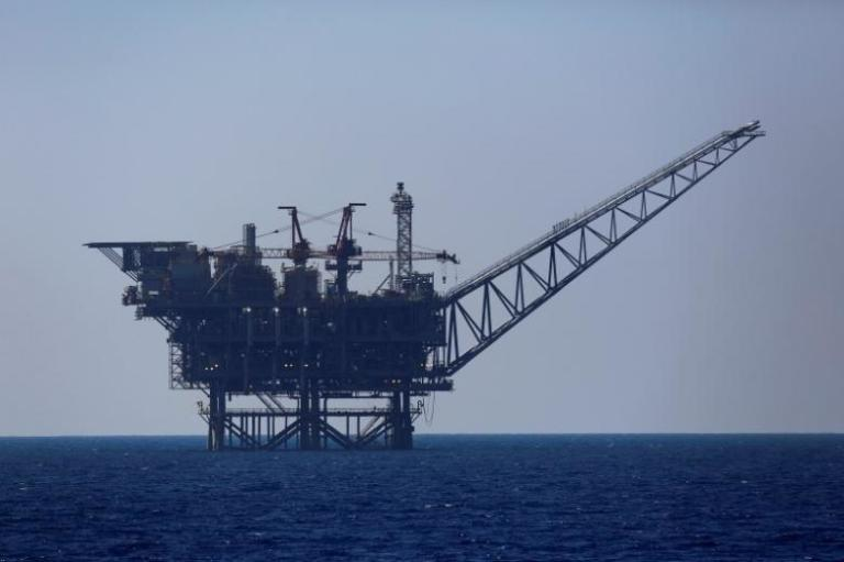 An Israeli gas platform is seen in the Mediterranean sea August 1, 2014.  REUTERS/Amir Cohen/File Photo