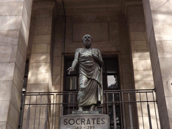 Socrates_en_Biblioteca_Nacional-696x522