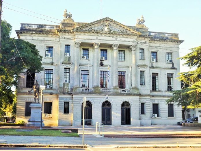 uruguay-874363_960_720-696x522