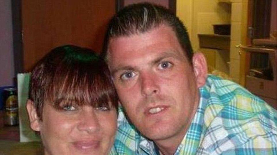 062b808383c6 Δεν πίστευε στα μάτια της η 33χρονη Κιμ Έλκινς όταν έκανε τσακωτό τον  σύζυγό της Κένι στο κρεβάτι τους με τη θεία του λίγες εβδομάδες μετά το γάμο  τους.