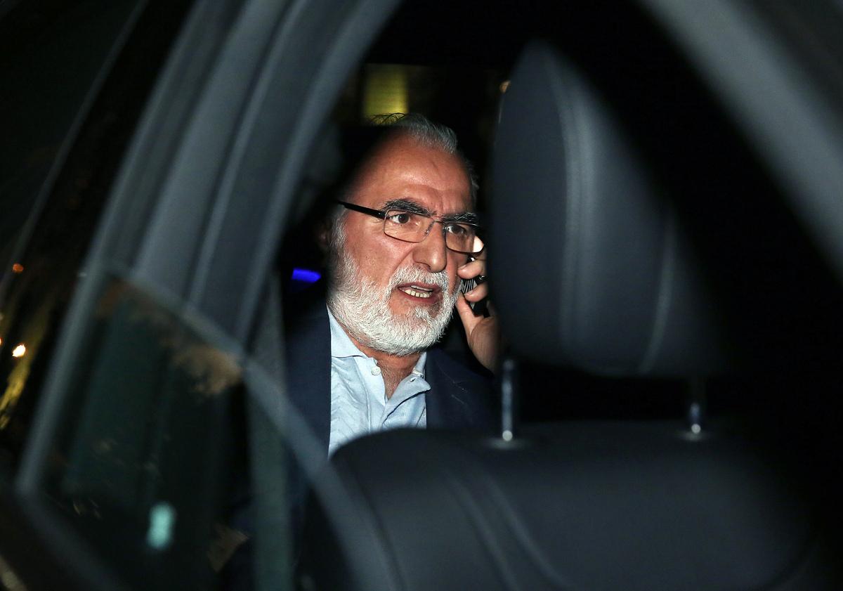 Ο επιχειρηματίας και πρόεδρος του ΠΑΟΚ Ιβάν Σαββίδης εξέρχεται από το κτίριο της ΓΓΕΕ μετά την ολοκλήρωση της δημοπρασίας για τις τέσσερεις τηλεοπτικές άδειες, Παρασκευή 2 Σεπτεμβρίου 2016. Μετά από 60 ώρες που διήρκησε η διαδικασία δημοπράτησης των τεσσάρων τηλεοπτικών αδειών στα γραφεία της Γενικής Γραμματείας Ενημέρωσης και Επικοινωνίας ανακοινώθηκαν οι νέοι ιδιοκτήτες. Τις τέσσερις άδειες έλαβαν οι ΑΝΤ1, ο ΣΚΑΙ, η εταιρεία του κ. Καλογρίτσα και η εταιρεία του κ. Μαρινάκη.   ΑΠΕ-ΜΠΕ/ΑΠΕ-ΜΠΕ/ΣΥΜΕΛΑ ΠΑΝΤΖΑΡΤΖΗ