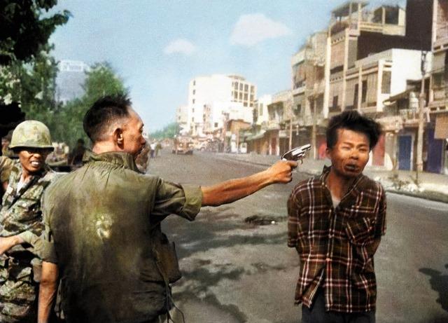 Saigon-Execution-Murder-of-a-Vietcong-by-Saigon-Police-Chief-1968-color