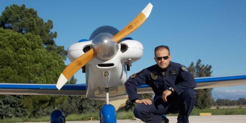 mesologgi-pilotos-aeroplano-500