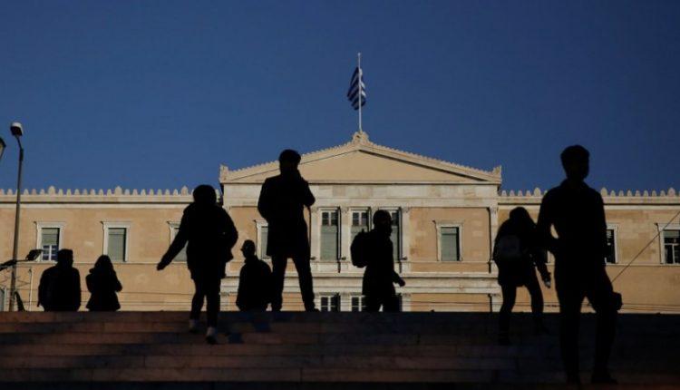 ellada-vouli-syntagma-krisi-kosmos-skies-750x430
