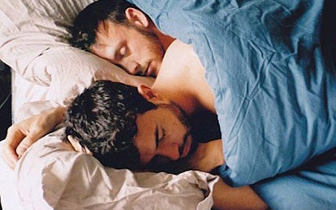 gay-krevati-686x430