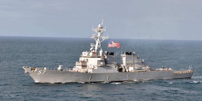 polemiko-ploio-amerikaniko-USS-Mitscher-2019-04-13