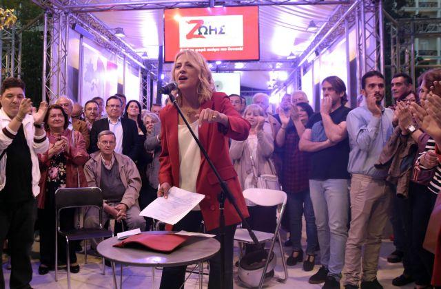 """Η περιφερειάρχης Αττικής, Ρένα Δούρου (Κ), απευθύνει ομιλία στα εγκαίνια του προεκλογικού περιπτέρου του συνδυασμού """"Δύναμη Ζωής"""" στην Πλατεία Συντάγματος, Αθήνα, Κυριακή 12 Μαΐου 2019. ΑΠΕ-ΜΠΕ/ ΑΠΕ-ΜΠΕ/ ΕΥΗ ΦΥΛΑΚΤΟΥ"""