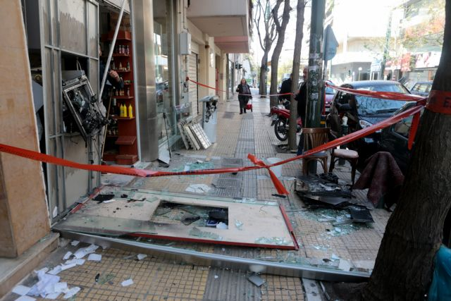 Κατεστραμμένο ΑΤΜ τράπεζας σε πρόσοψη καταστήματος στο Παγκράτι , Πέμπτη 18 Απριλίου 2019. Σύμφωνα με την αστυνομία, λίγο μετά τις 04:00, άγνωστοι δράστες ανατίναξαν με εκρηκτική ύλη ΑΤΜ, που βρίσκεται έξω από κατάστημα στην οδό Φιλολάου, στο Παγκράτι. Αφού πήραν τις κασετίνες με τα χρήματα τράπηκαν σε φυγή. ΑΠΕ-ΜΠΕ/ΑΠΕ-ΜΠΕ/Παντελής Σαίτας
