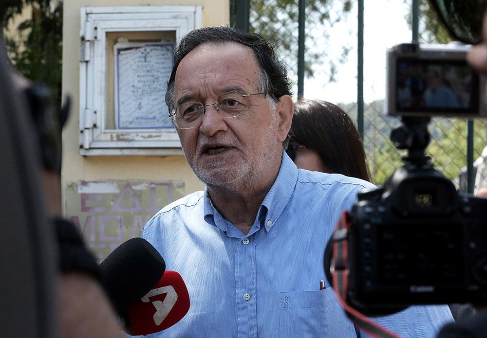 Ο επικεφαλής της ΛΑΕ Παναγιώτης Λαφαζάνης κάνει δηλώσεις στα ΜΜΕ μετά την επίσκεψή του στον προϊστάμενο Εισαγγελίας Πρωτοδικών Αθηνών Ηλία Ζαγοραίο στα Δικαστήρια της πρώην Σχολής Ευελπίδων σχετικά με τη δικογραφία που σύμφωνα με δημοσίευμα, έχει συνταχθεί κατά του κ. Λαφαζάνη για δράσεις ενάντια στους πλειστηριασμούς, Αθήνα, Τρίτη 12 Ιουνίου 2018. ΑΠΕ-ΜΠΕ/ΑΠΕ-ΜΠΕ/ΣΥΜΕΛΑ ΠΑΝΤΖΑΡΤΖΗ