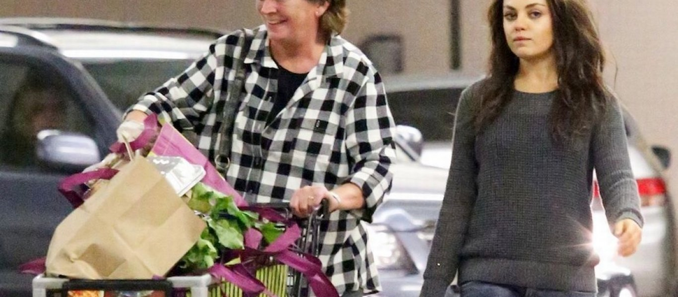 a-wild-haired-mila-kunis-shops-with-ashtons-mom-for-thanksgiving_0