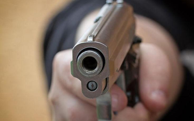 ebale-benzini-plirwnontas-me-pistoli.w_l-735x459