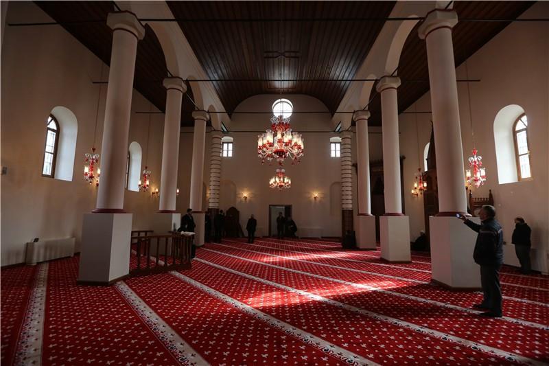 Osmanli-Mosque-in-Arnavutkoy-Turkey-02