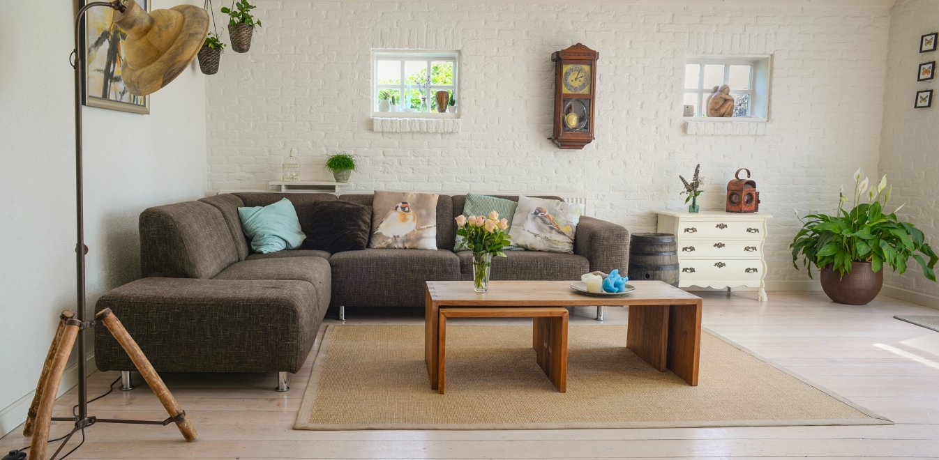 brown-wooden-center-table-584399