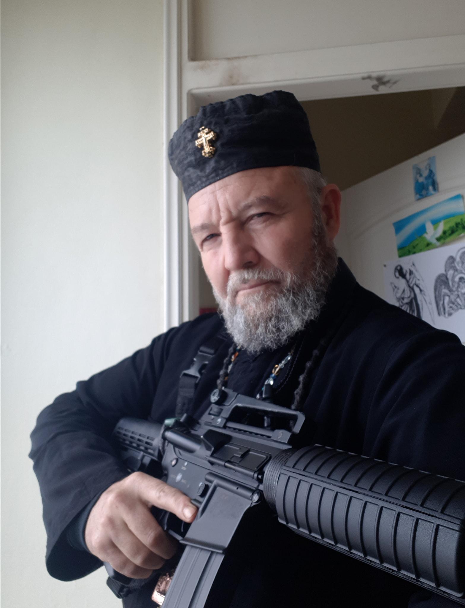 Εν ευλογίες Κυρίου, πολίτης οπλίτης ιερέας, παρών!