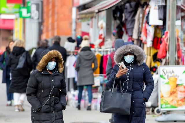 Pedestrians walk in the Chinatown district of downtown Toronto, Ontario, after 3 patients with novel coronavirus were reported in Canada January 28, 2020. REUTERS/Carlos Osorio