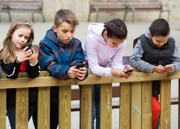 kids_smartphones