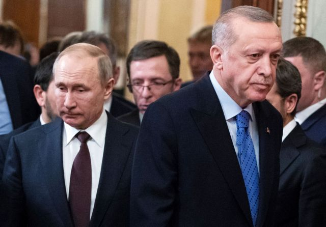 Russian President Vladimir Putin and Turkish President Tayyip Erdogan arrive for a news conference following their talks in Moscow, Russia March 5, 2020. Pavel Golovkin/Pool via REUTERS