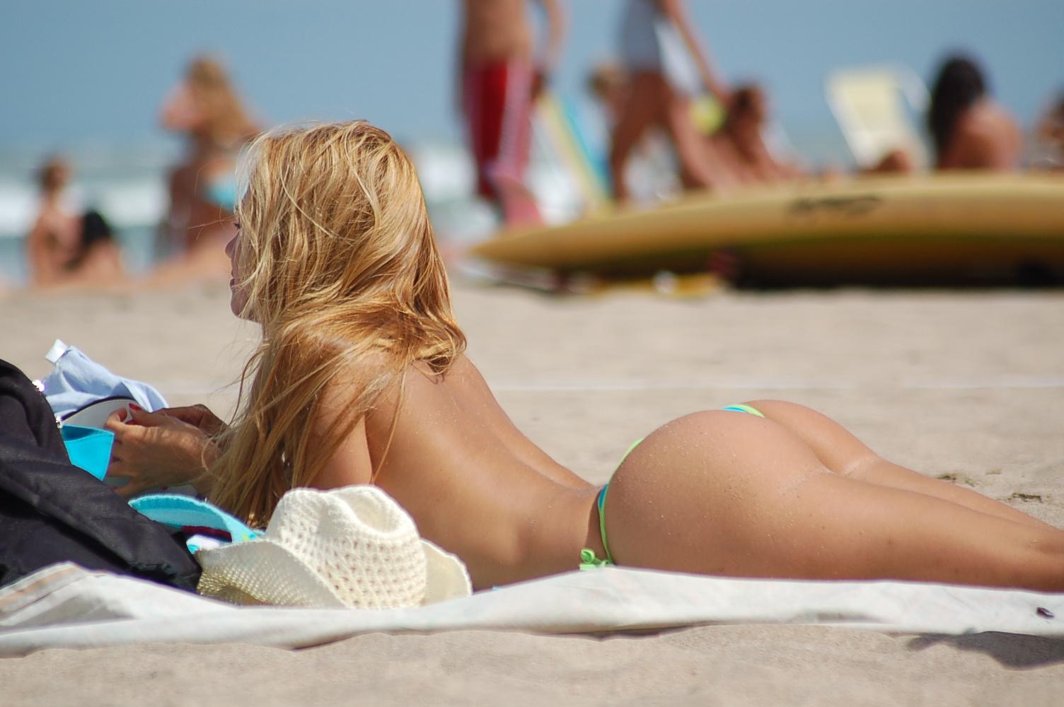 topless-blonde-sunbather
