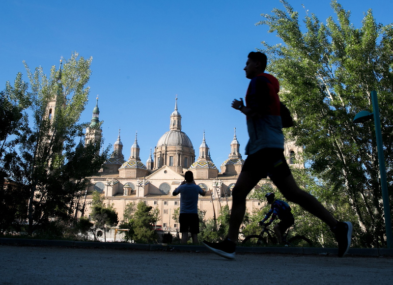 epa08397105 A jogger goes for an early-morning run in Zaragoza, northeastern Spain, 02 May 2020. Starting on 02 May, Spain has started loosening some of the strict lockdown measures imposed in a bid to slow down the spread of the pandemic COVID-19 disease caused by the SARS-CoV-2 coronavirus. Adults and the elderly are once again able to leave their homes for a walk or to perform exercise, albeit with restrictions. The former are allowed to exercise or go out for a stroll between 6-10 am and 8-11 pm, while the latter may leave their homes between 10 am-12 pm and 7-8 pm. Children under the age of 14 can go out between 12-7 pm. EPA/JAVIER CEBOLLADA
