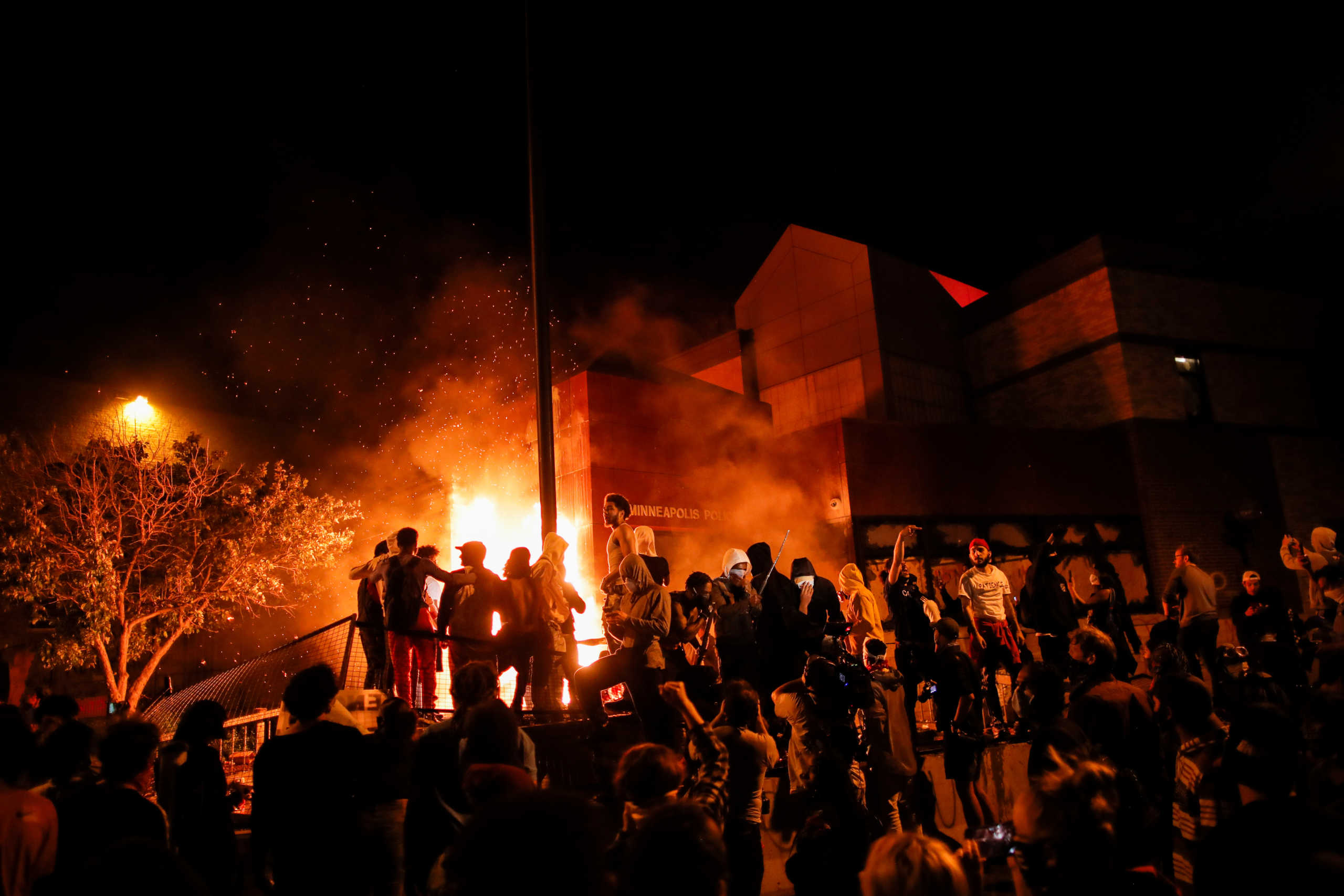 Protesters gather around after setting fire to the entrance of a police station as demonstrations continue after a white police officer was caught on a bystander's video pressing his knee into the neck of African-American man George Floyd, who later died at a hospital, in Minneapolis, Minnesota, U.S., May 28, 2020. REUTERS/Carlos Barria
