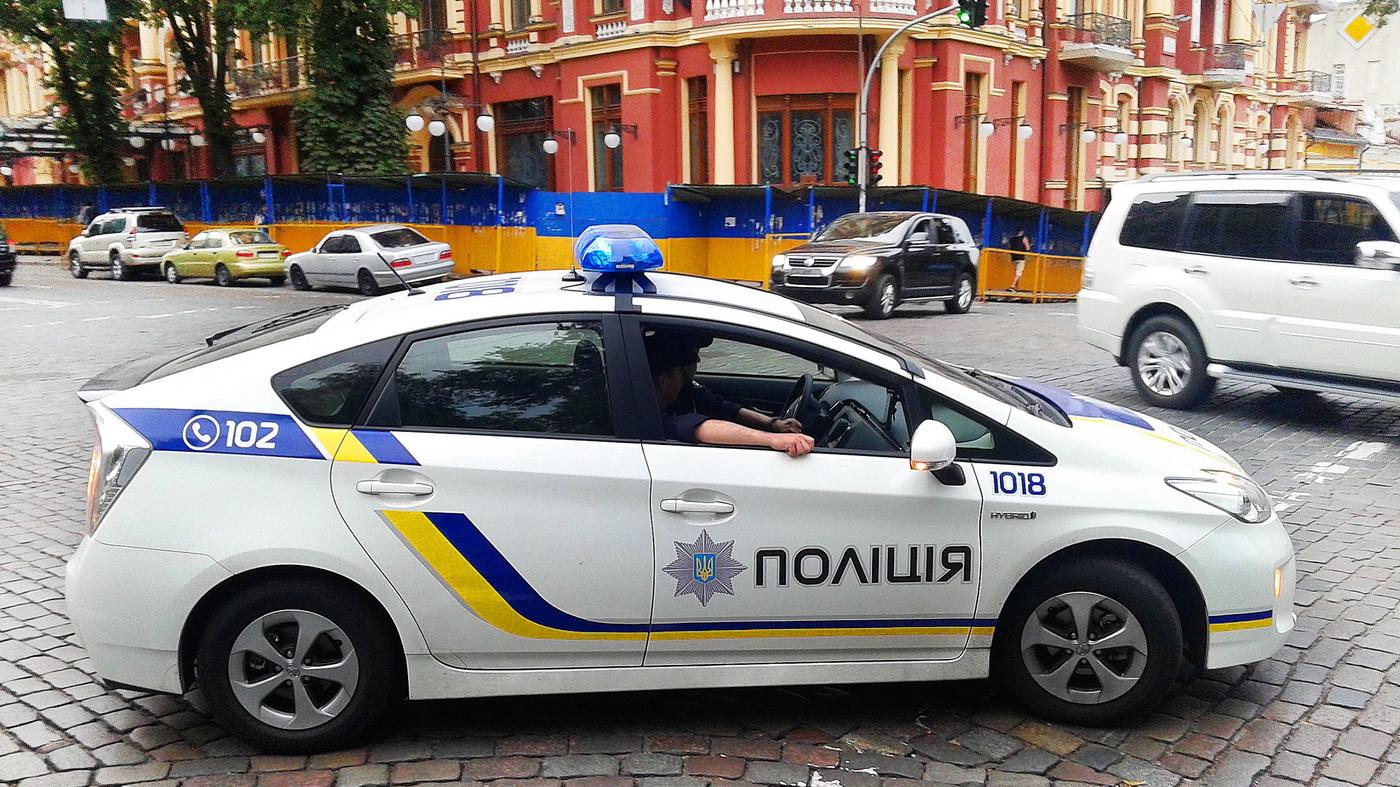 ukraine_police_car_prius_3