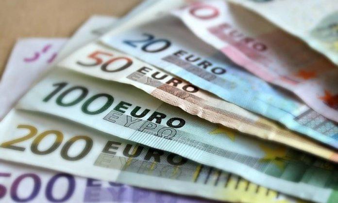 1084099-money1-696x419