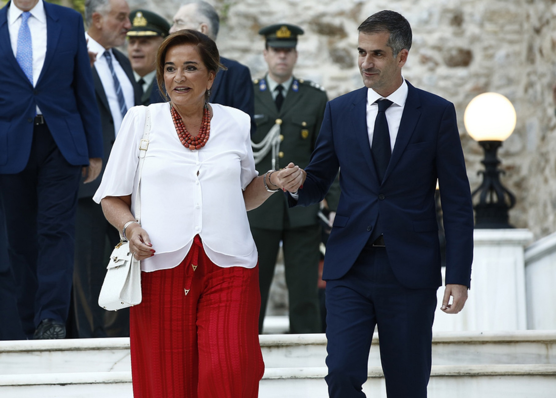 Η βουλευτής της ΝΔ Ντόρα Μπακογιάννη και ο δήμαρχος Αθηναίων Κώστας Μπακογιάννης προσέρχονται στη δεξίωση για την 46η επέτειο αποκατάστασης της Δημοκρατίας στη χώρα μας, στο Προεδρικό Μέγαρο, Αθήνα Παρασκευή 24 Ιουλίου 2020. ΑΠΕ-ΜΠΕ/ΑΠΕ-ΜΠΕ/ΓΙΑΝΝΗΣ ΚΟΛΕΣΙΔΗΣ ΑΠΕ-ΜΠΕ/ΑΠΕ-ΜΠΕ/ΓΙΑΝΝΗΣ ΚΟΛΕΣΙΔΗΣ