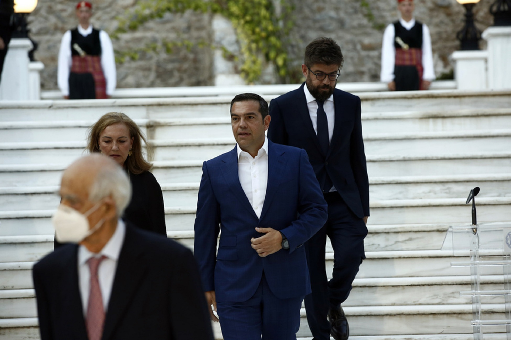 Ο πρόεδρος του ΣΥΡΙΖΑ Αλέξης Τσίπρας (Κ) προσέρχεται στη δεξίωση για την 46η επέτειο αποκατάστασης της Δημοκρατίας στη χώρα μας, στο Προεδρικό Μέγαρο, Αθήνα Παρασκευή 24 Ιουλίου 2020. ΑΠΕ-ΜΠΕ/ΑΠΕ-ΜΠΕ/ΓΙΑΝΝΗΣ ΚΟΛΕΣΙΔΗΣ