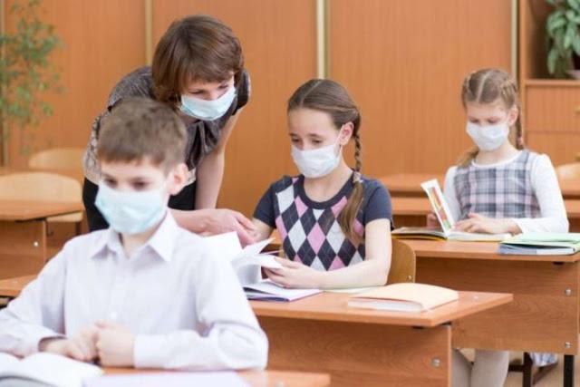 Η ΚΡΑΥΓΗ μιας εκπαιδευτικού για το μάντρωμα στην τάξη μασκοφορεμένων παιδιών…